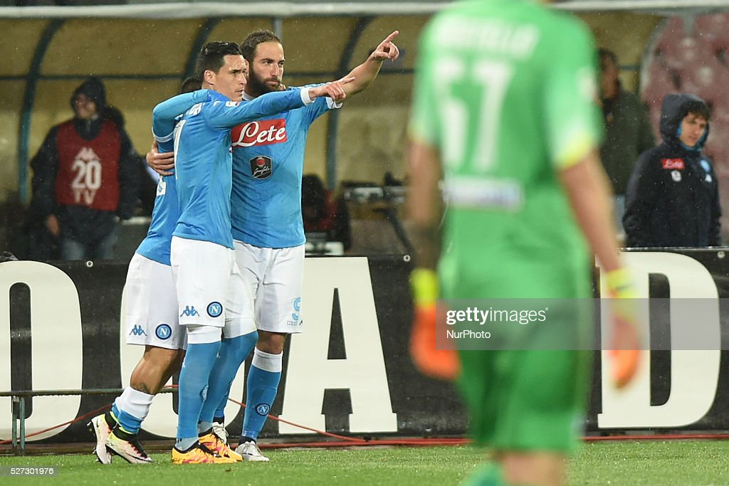 <a gi-track='captionPersonalityLinkClicked' href=/galleries/search?phrase=Gonzalo+Higuain&family=editorial&specificpeople=651523 ng-click='$event.stopPropagation()'>Gonzalo Higuain</a> of SSC Napoli celebrates after scoring during the italian Serie A football match between SSC Napoli and Atalanta BC at San Paolo Stadium on May 2, 2016 in Naples,Italy.