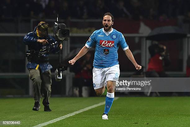 Gonzalo Higuain of SSC Napoli celebrates after scoring the opening goal during the Serie A match between Torino FC and SSC Napoli at Stadio Olimpico...