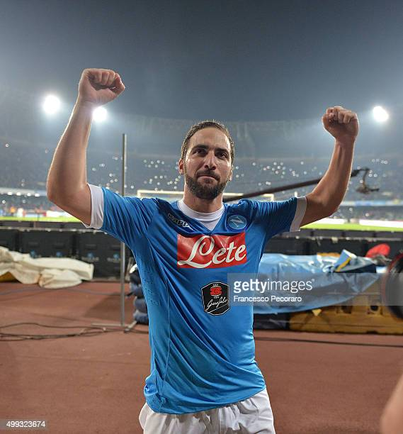 Gonzalo Higuain of SSC Napoli celebrates the victory after the Serie A match between SSC Napoli and FC Internazionale Milano at Stadio San Paolo on...