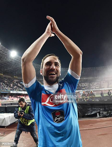 Gonzalo Higuain of SSC Napoli celebrates the victory after the Serie A match between SSC Napoli and US Sassuolo Calcio at Stadio San Paolo on January...