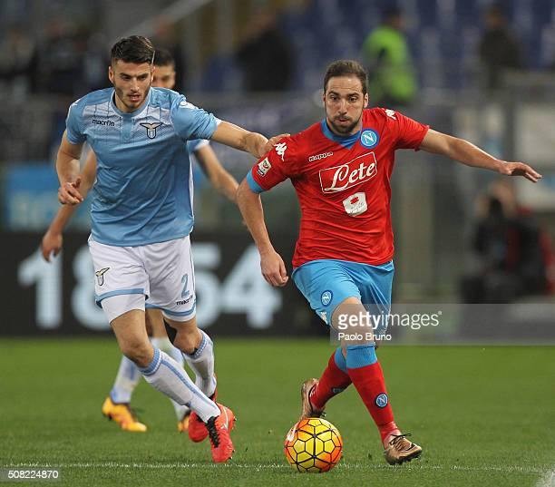 Gonzalo Higuain of SSC Napoli competes for the ball with Wesley Hoedt of SS Lazio during the Serie A match between SS Lazio and SSC Napoli at Stadio...