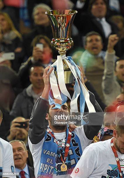 Gonzalo Higuain of SSC Napoli holds the trophy after winning the TIM Cup final match between ACF Fiorentina and SSC Napoli at Olimpico Stadium on May...