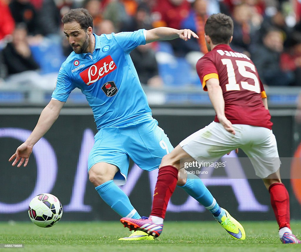 Gonzalo Higuain of SSC Napoli in action during the Serie A match between AS Roma and SSC Napoli at Stadio Olimpico on April 4, 2015 in Rome, Italy.