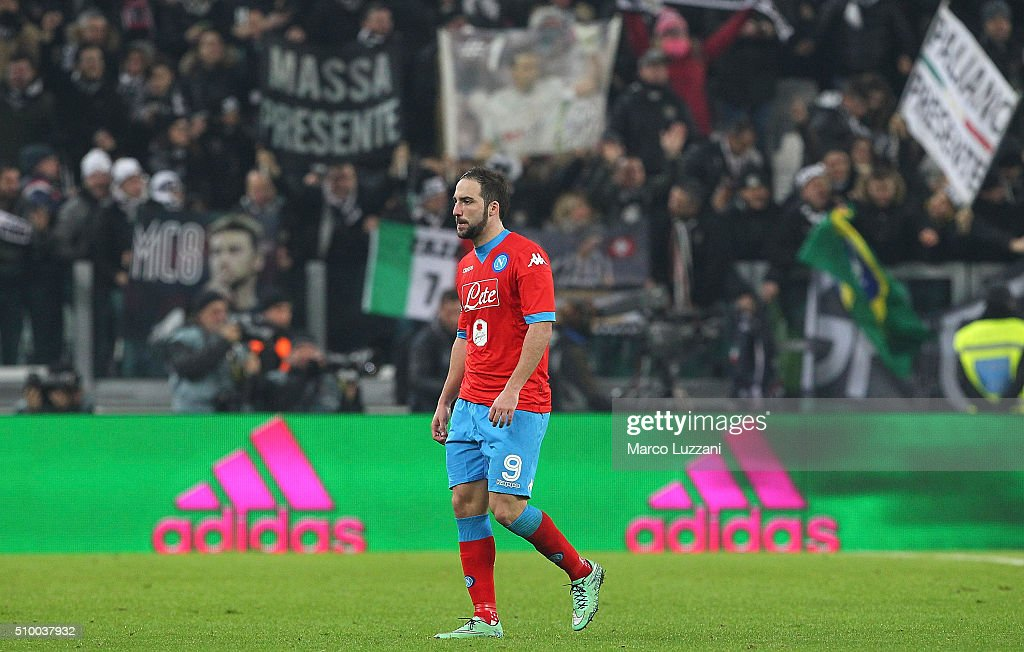 <a gi-track='captionPersonalityLinkClicked' href=/galleries/search?phrase=Gonzalo+Higuain&family=editorial&specificpeople=651523 ng-click='$event.stopPropagation()'>Gonzalo Higuain</a> of SSC Napoli leaves the field disappointed at the end of the Serie A match between and Juventus FC and SSC Napoli at Juventus Arena on February 13, 2016 in Turin, Italy.