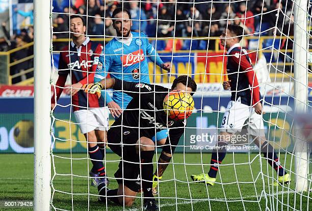 Gonzalo Higuain of SSC Napoli scores his team's first goal during the Serie A match between Bologna FC and SSC Napoli at Stadio Renato Dall'Ara on...