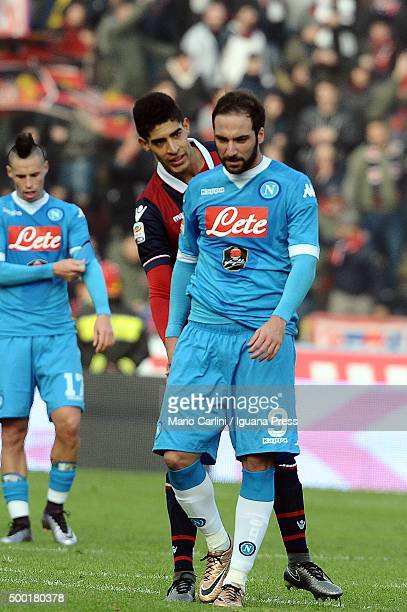 Gonzalo Higuain of SSC Napoli shows his dejection during the Serie A match between Bologna FC and SSC Napoli at Stadio Renato Dall'Ara on December 6...
