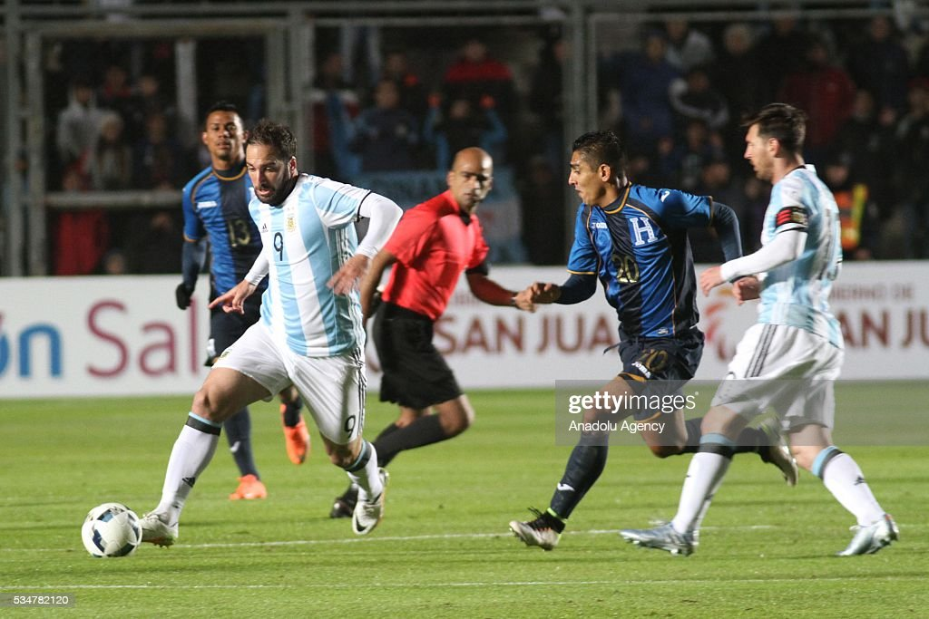 Gonzalo Higuan of Argentina (L) in action during a friendly game between Argentina and Honduras at Bicentenario stadium in San Juan, Argentina on May 27, 2016.