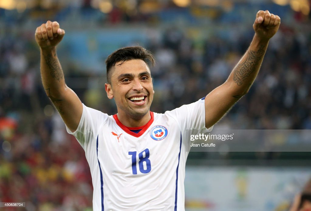 <a gi-track='captionPersonalityLinkClicked' href=/galleries/search?phrase=Gonzalo+Jara&family=editorial&specificpeople=860125 ng-click='$event.stopPropagation()'>Gonzalo Jara</a> of Chile celebrates the victory after the 2014 FIFA World Cup Brazil Group B match between Spain and Chile at Estadio Maracana on June 18, 2014 in Rio de Janeiro, Brazil.