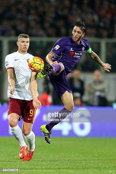 Gonzalo Rodriguez of ACF Fiorentina battles for the ball with Edin Dzeko of AS Roma during the Serie A match between ACF Fiorentina and AS Roma at...
