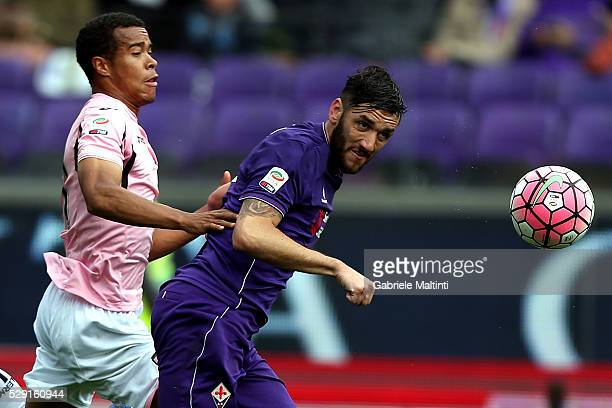Gonzalo Rodriguez of ACF Fiorentina battles for the ball with Robin Quaison of US Citta di Palermo during the Serie A match between ACF Fiorentina...
