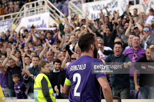 Gonzalo Rodriguez of ACF Fiorentina celebrates after scoring a goal during the Serie A match between ACF Fiorentina and US Sassuolo Calcio at Stadio...