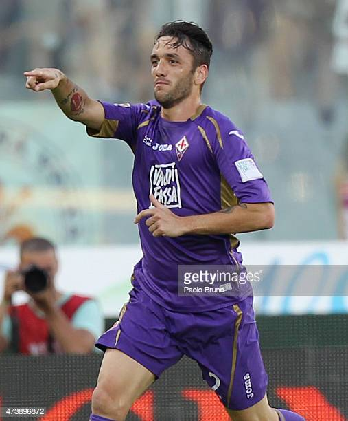 Gonzalo Rodriguez of ACF Fiorentina celebrates after scoring the opening goal during the Serie A match between ACF Fiorentina and Parma FC at Stadio...