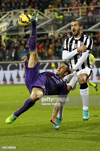 Gonzalo Rodriguez of ACF Fiorentina in action during the Serie A match between ACF Fiorentina and Juventus FC at Stadio Artemio Franchi on December 5...