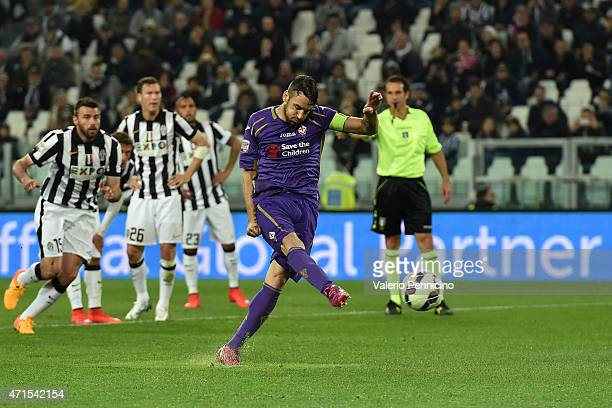 Gonzalo Rodriguez of ACF Fiorentina misses a penalty during the Serie A match between Juventus FC and ACF Fiorentina at Juventus Arena on April 29...