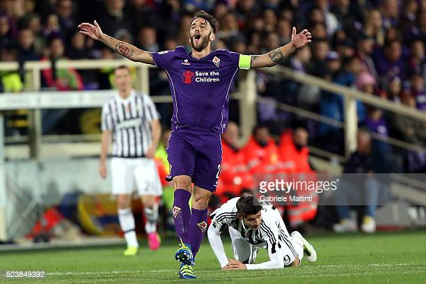 Gonzalo Rodriguez of ACF Fiorentina reacts during the Serie A match between ACF Fiorentina and Juventus FC at Stadio Artemio Franchi on April 24 2016...