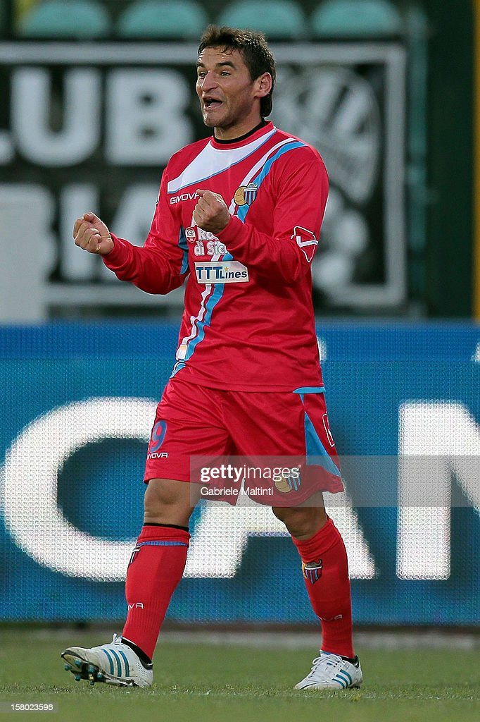 Gonzalo Ruben Bergessio of Calcio Catania celebrates after scoring a goal during the Serie A match between AC Siena and Calcio Catania at Stadio Artemio Franchi on December 9, 2012 in Siena, Italy.