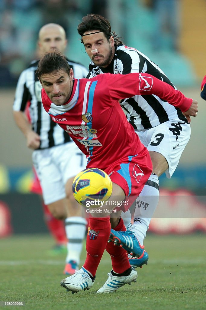 Gonzalo Ruben Bergessio (L) of Calcio Catania in action during the Serie A match between AC Siena and Calcio Catania at Stadio Artemio Franchi on December 9, 2012 in Siena, Italy.