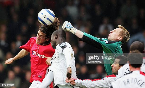 Gonzalo Sorondo of Charlton Athletic challenges Papa Bouba Diop and Antti Niemi of Fulham during the Barclays Premiership match between Fulham and...