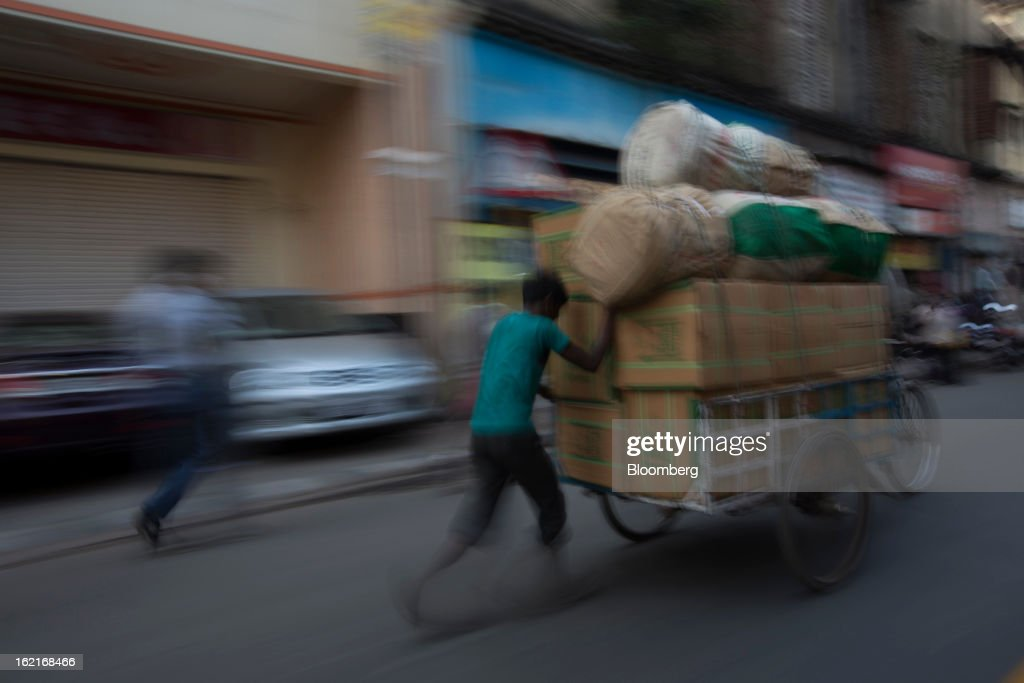 Goods are transported on a tricycle through a street in Kolkata, India, on Tuesday, Feb. 19, 2013. India's slowest economic expansion in a decade is limiting profit growth at the biggest companies even as foreigners remain net buyers of the nation's stocks, according to Kotak Institutional Equities. Photographer: Brent Lewin/Bloomberg via Getty Images