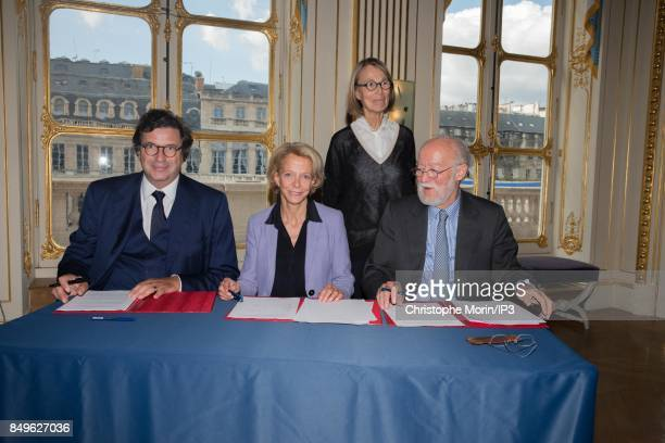 Google vice president in charge of Europe Carlo d'Asaro Biondo and President of ALPA Nicolas Seydoux sign an agreement in favor of enhanced...