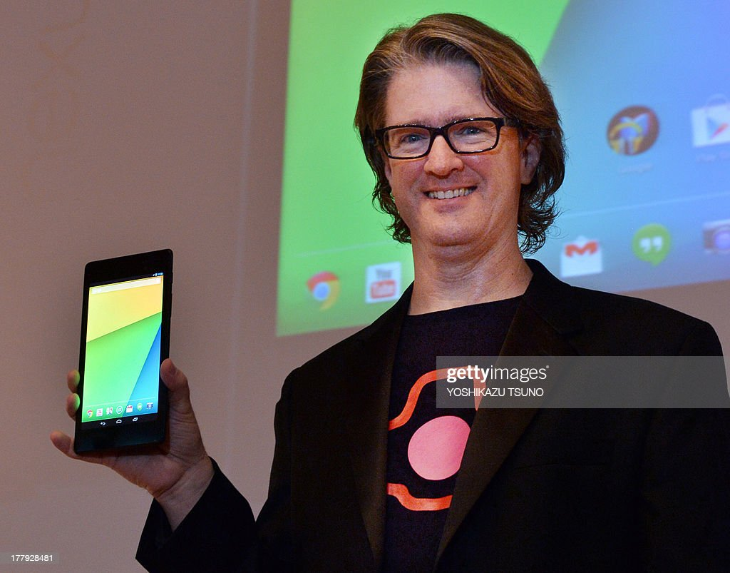 Google's engineering director Chris Yerga displays the new 'Nexus 7' tablet produced by Taiwan's computer maker Asus in Tokyo on August 26, 2013. The Nexus 7 will go on sale in Japan on August 28. AFP PHOTO / Yoshikazu TSUNO