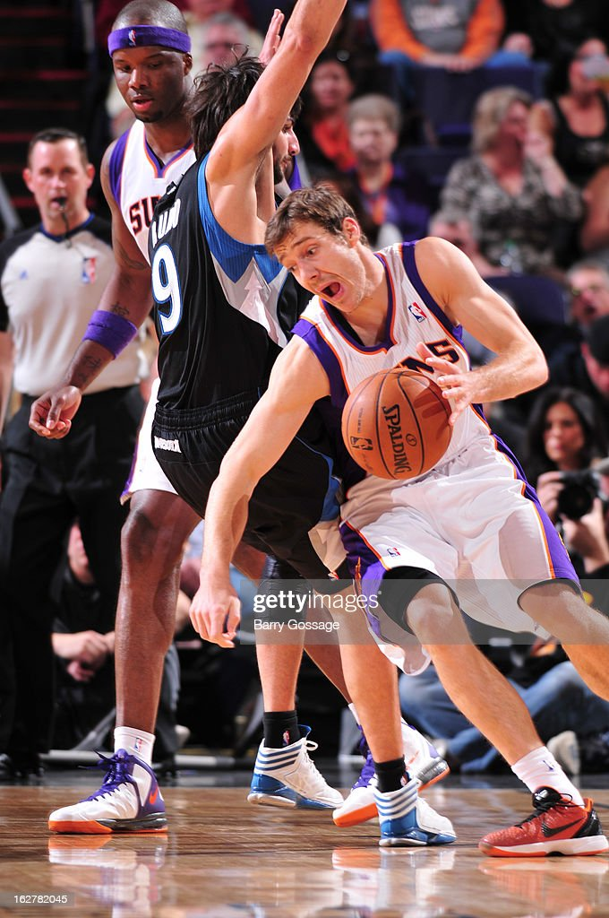 <a gi-track='captionPersonalityLinkClicked' href=/galleries/search?phrase=Goran+Dragic&family=editorial&specificpeople=4452965 ng-click='$event.stopPropagation()'>Goran Dragic</a> #1 of the Phoenix Suns drives around <a gi-track='captionPersonalityLinkClicked' href=/galleries/search?phrase=Ricky+Rubio&family=editorial&specificpeople=4028920 ng-click='$event.stopPropagation()'>Ricky Rubio</a> #9 of the Minnesota Timberwolves on February 26, 2013 at U.S. Airways Center in Phoenix, Arizona.