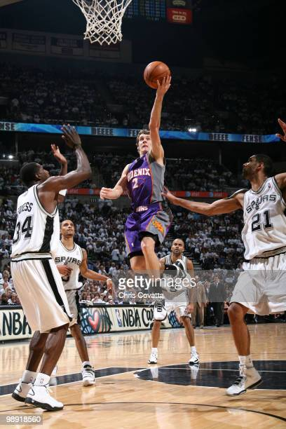 Goran Dragic of the Phoenix Suns drives between Antonio McDyess and Tim Duncan of the San Antonio Spurs in Game Three of the Western Conference...