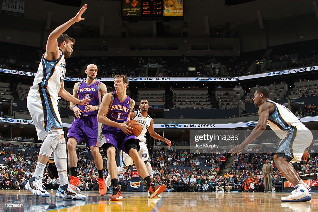 <a gi-track='captionPersonalityLinkClicked' href=/galleries/search?phrase=Goran+Dragic&family=editorial&specificpeople=4452965 ng-click='$event.stopPropagation()'>Goran Dragic</a> #1 of the Phoenix Suns drives to the basket against the Memphis Grizzlies on February 5, 2013 at FedExForum in Memphis, Tennessee.