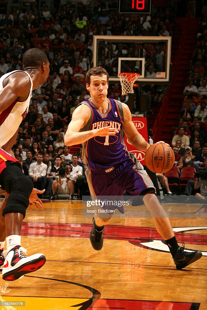 <a gi-track='captionPersonalityLinkClicked' href=/galleries/search?phrase=Goran+Dragic&family=editorial&specificpeople=4452965 ng-click='$event.stopPropagation()'>Goran Dragic</a> #1 of the Phoenix Suns drives to the basket <a gi-track='captionPersonalityLinkClicked' href=/galleries/search?phrase=Chris+Bosh&family=editorial&specificpeople=201574 ng-click='$event.stopPropagation()'>Chris Bosh</a> #1 of the Miami Heat during a game between the Phoenix Suns and the Miami Heat on November 5, 2012 at American Airlines Arena in Miami, Florida.