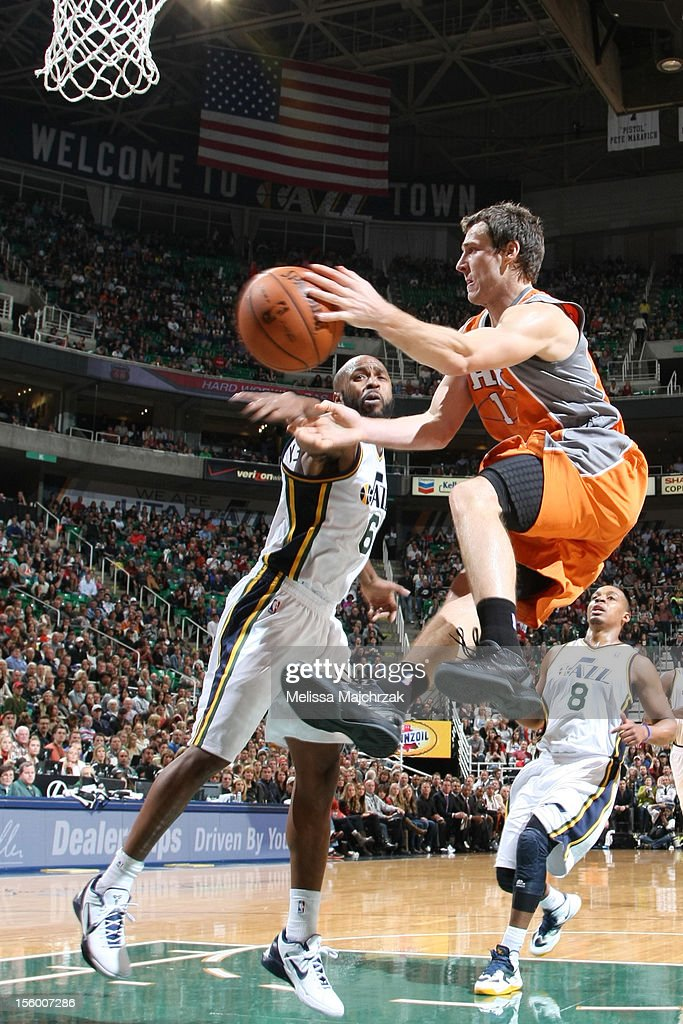 <a gi-track='captionPersonalityLinkClicked' href=/galleries/search?phrase=Goran+Dragic&family=editorial&specificpeople=4452965 ng-click='$event.stopPropagation()'>Goran Dragic</a> #1 of the Phoenix Suns goes to the hoop against <a gi-track='captionPersonalityLinkClicked' href=/galleries/search?phrase=Jamaal+Tinsley&family=editorial&specificpeople=202203 ng-click='$event.stopPropagation()'>Jamaal Tinsley</a> #6 of the Utah Jazz at Energy Solutions Arena on November 10, 2012 in Salt Lake City, Utah.