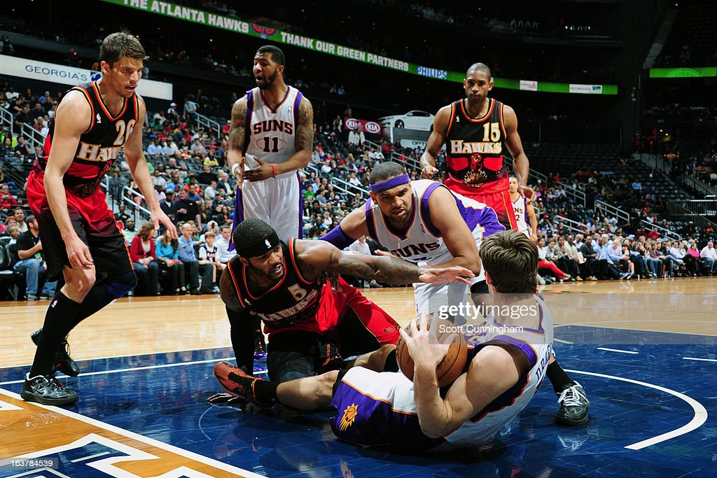 <a gi-track='captionPersonalityLinkClicked' href=/galleries/search?phrase=Goran+Dragic&family=editorial&specificpeople=4452965 ng-click='$event.stopPropagation()'>Goran Dragic</a> #1 of the Phoenix Suns grabs the ball against <a gi-track='captionPersonalityLinkClicked' href=/galleries/search?phrase=Josh+Smith+-+Basketballspieler+-+Jahrgang+1985&family=editorial&specificpeople=201983 ng-click='$event.stopPropagation()'>Josh Smith</a> #5 of the Atlanta Hawks on March 15, 2013 at Philips Arena in Atlanta, Georgia.