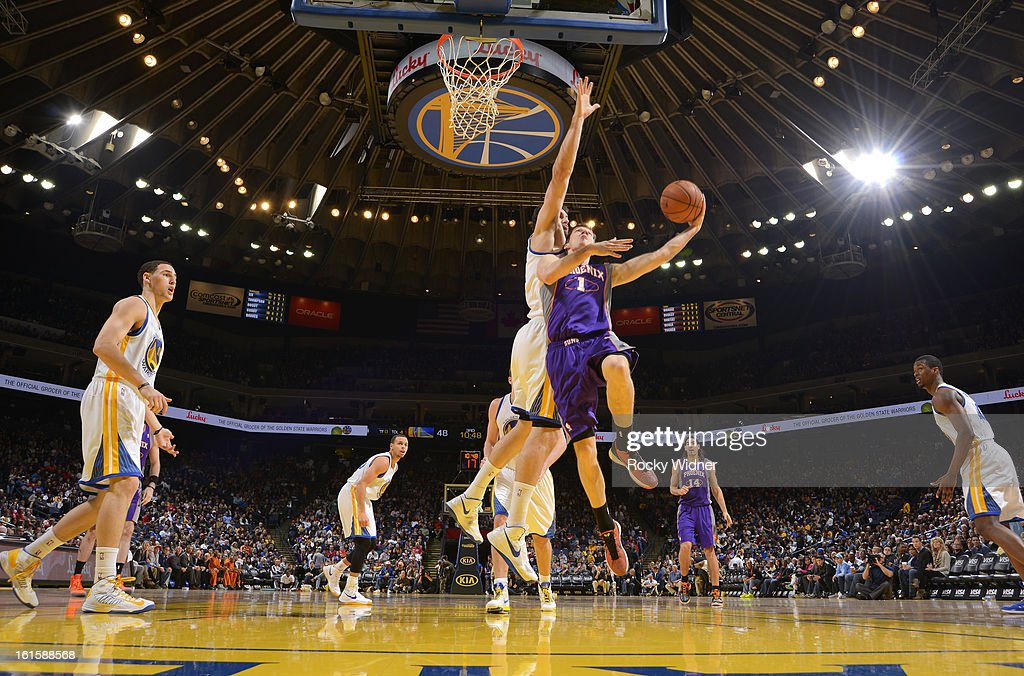 <a gi-track='captionPersonalityLinkClicked' href=/galleries/search?phrase=Goran+Dragic&family=editorial&specificpeople=4452965 ng-click='$event.stopPropagation()'>Goran Dragic</a> #1 of the Phoenix Suns shoots against <a gi-track='captionPersonalityLinkClicked' href=/galleries/search?phrase=Andrew+Bogut&family=editorial&specificpeople=207105 ng-click='$event.stopPropagation()'>Andrew Bogut</a> #12 of the Golden State Warriors on February 2, 2013 at Oracle Arena in Oakland, California.