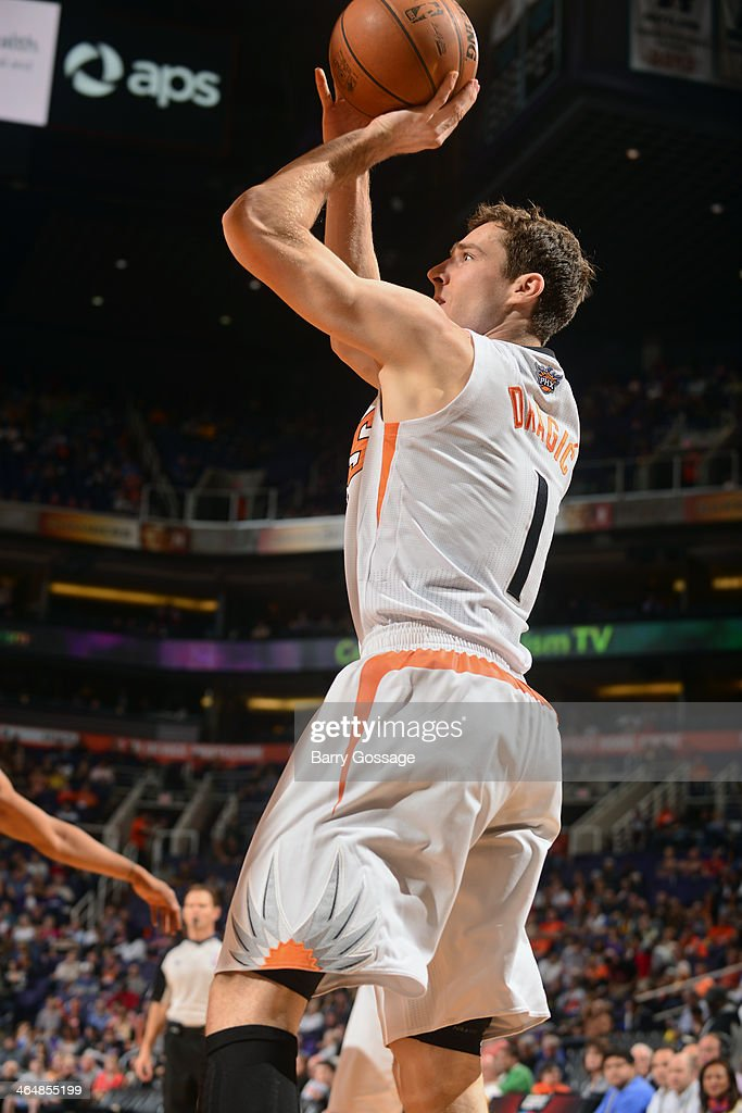 <a gi-track='captionPersonalityLinkClicked' href=/galleries/search?phrase=Goran+Dragic&family=editorial&specificpeople=4452965 ng-click='$event.stopPropagation()'>Goran Dragic</a> #1 of the Phoenix Suns shoots against the Indiana Pacers on January 22, 2014 at U.S. Airways Center in Phoenix, Arizona.