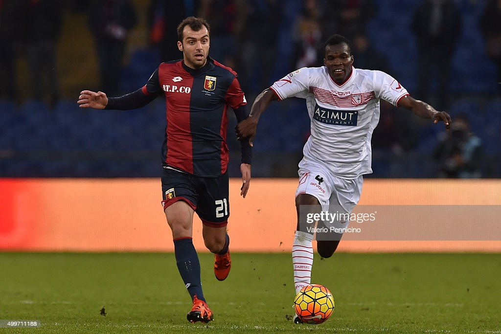 <a gi-track='captionPersonalityLinkClicked' href=/galleries/search?phrase=Goran+Pandev&family=editorial&specificpeople=800427 ng-click='$event.stopPropagation()'>Goran Pandev</a> (L) of Genoa CFC is challenged by <a gi-track='captionPersonalityLinkClicked' href=/galleries/search?phrase=Isaac+Cofie&family=editorial&specificpeople=7480129 ng-click='$event.stopPropagation()'>Isaac Cofie</a> of Carpi FC during the Serie A match between Genoa CFC and Carpi FC at Stadio Luigi Ferraris on November 29, 2015 in Genoa, Italy.