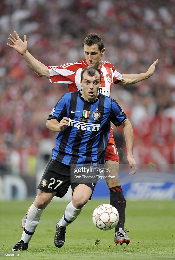 <a gi-track='captionPersonalityLinkClicked' href=/galleries/search?phrase=Goran+Pandev&family=editorial&specificpeople=800427 ng-click='$event.stopPropagation()'>Goran Pandev</a> of Inter Milan moves away from <a gi-track='captionPersonalityLinkClicked' href=/galleries/search?phrase=Miroslav+Klose&family=editorial&specificpeople=206489 ng-click='$event.stopPropagation()'>Miroslav Klose</a> of Bayern Munich during the UEFA Champions League Final match between Bayern Munich and Inter Milan at the Estadio Santiago Bernabeu on May 22, 2010 in Madrid, Spain.