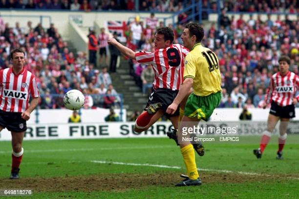 Gordan Armstrong Sunderland and Chris Sutton Norwich City battle for the ball