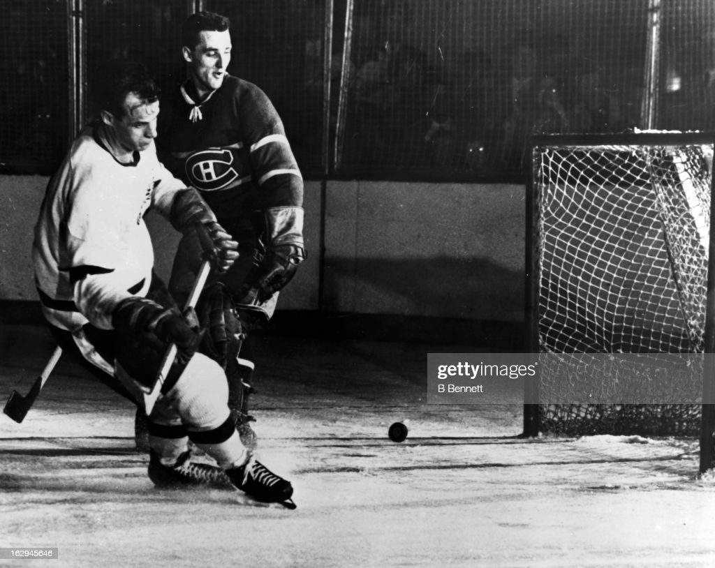 <a gi-track='captionPersonalityLinkClicked' href=/galleries/search?phrase=Gordie+Howe&family=editorial&specificpeople=677316 ng-click='$event.stopPropagation()'>Gordie Howe</a> #9 of the Detroit Red Wings scores on goalie <a gi-track='captionPersonalityLinkClicked' href=/galleries/search?phrase=Jacques+Plante&family=editorial&specificpeople=227203 ng-click='$event.stopPropagation()'>Jacques Plante</a> #1 of the Montreal Canadiens circa 1955 at the Montreal Forum in Montreal, Quebec, Canada.