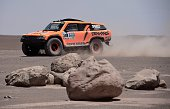 Gordini's driver US Robby Gordon and codriver Johnny Campbell compete during the Stage 9 of the Dakar 2015 between Iquique and Calama Chile on...