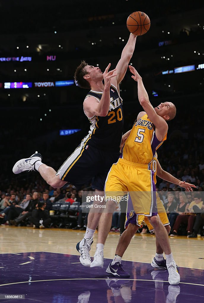 <a gi-track='captionPersonalityLinkClicked' href=/galleries/search?phrase=Gordon+Hayward&family=editorial&specificpeople=5767271 ng-click='$event.stopPropagation()'>Gordon Hayward</a> #20 of the Utah Jazz and <a gi-track='captionPersonalityLinkClicked' href=/galleries/search?phrase=Steve+Blake&family=editorial&specificpeople=204474 ng-click='$event.stopPropagation()'>Steve Blake</a> #5 of the Los Angeles Lakers fight for a loose ball in the first half at Staples Center on October 22, 2013 in Los Angeles, California.