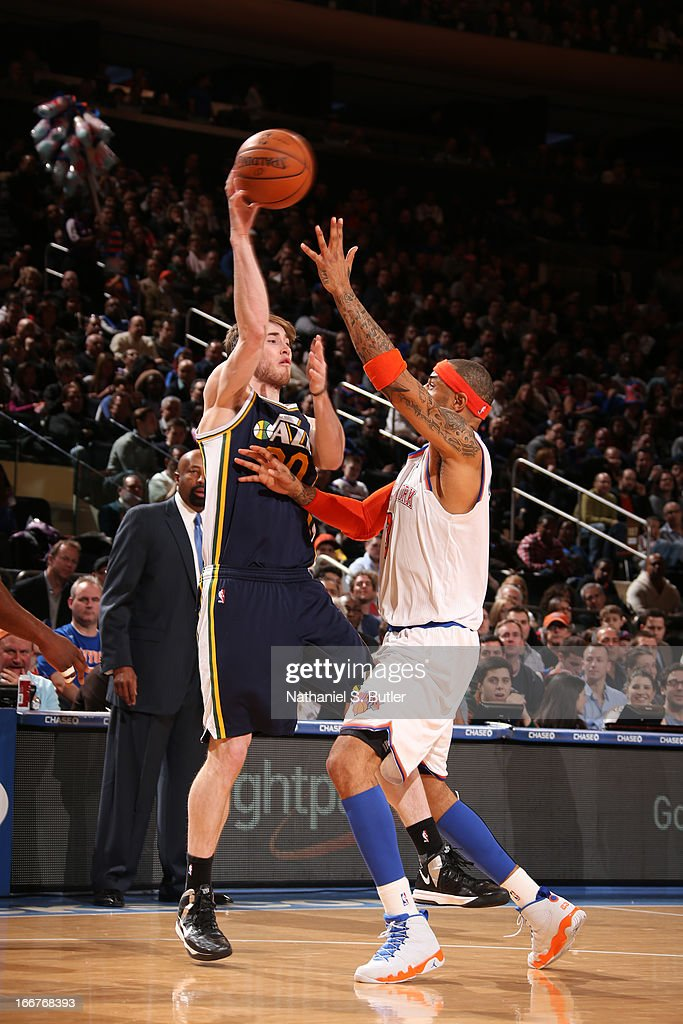 <a gi-track='captionPersonalityLinkClicked' href=/galleries/search?phrase=Gordon+Hayward&family=editorial&specificpeople=5767271 ng-click='$event.stopPropagation()'>Gordon Hayward</a> #20 of the Utah Jazz passes the ball against <a gi-track='captionPersonalityLinkClicked' href=/galleries/search?phrase=Kenyon+Martin&family=editorial&specificpeople=201522 ng-click='$event.stopPropagation()'>Kenyon Martin</a> #3 of the New York Knicks on March 8, 2013 at Madison Square Garden in New York City.