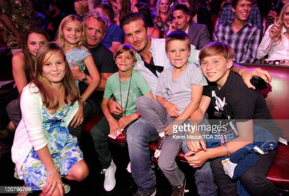 Gordon Ramsay David Beckham with sons Romeo Beckham Cruz Beckham and Brooklyn Beckham attend the 2011 Teen Choice Awards at Gibson Universal...