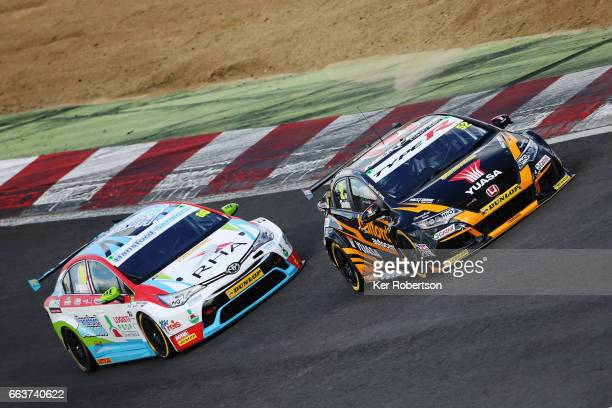 Gordon Sheddon of Halfords Yusa Racing Honda leads from Tom Ingram of Speedworks Motorsport Toyota on his way to winning round two of the Dunlop MSA...