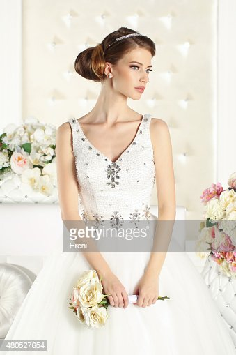 Gorgeous bride in a white room : Stockfoto