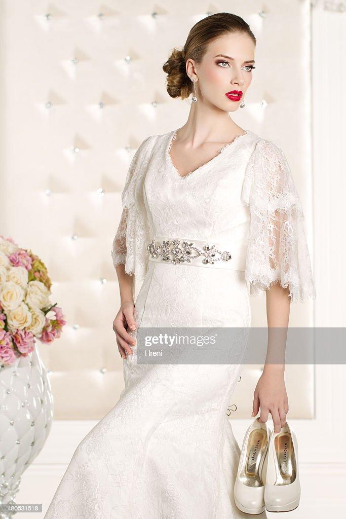 Gorgeous bride in a white room : Stockfoto