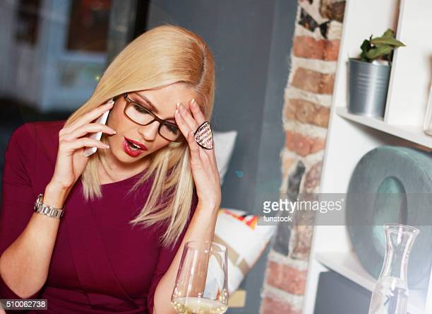 Superbe femme d'affaires dans le stress indépendante