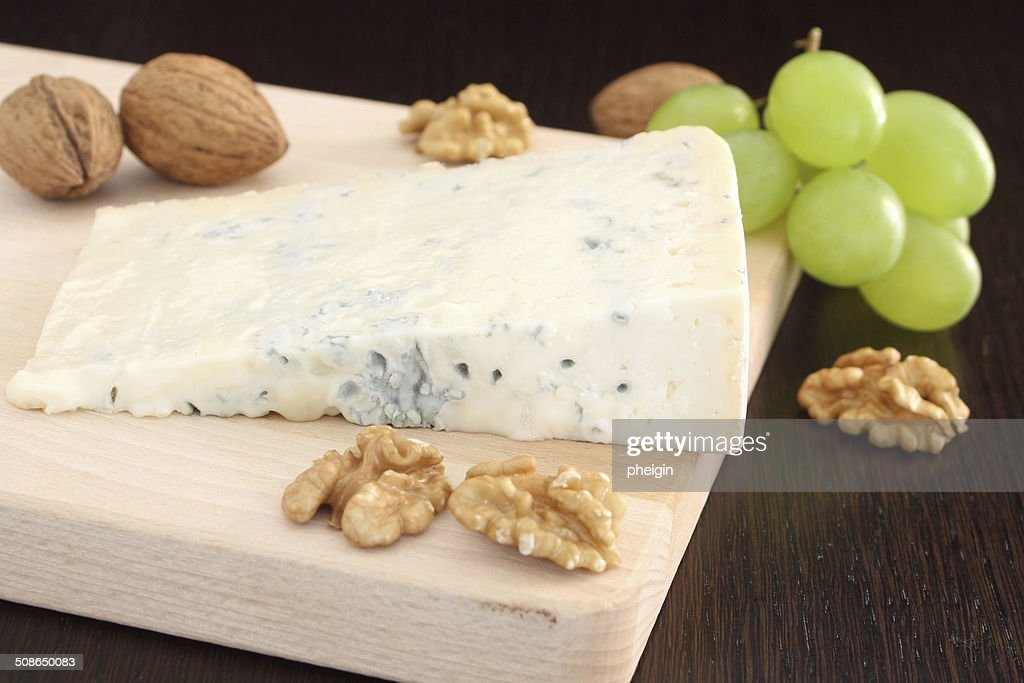 Gorgonzola blue cheese with grapes and walnuts : Stock Photo