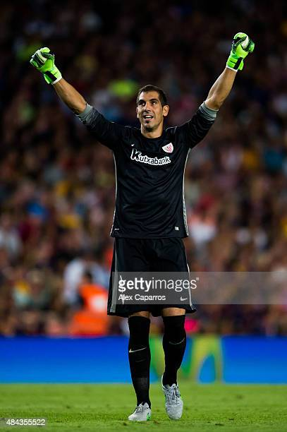 Gorka Iraizoz of Athletic Club celebrates after his teammate Aritz Aduriz scored his team's first goal during the Spanish Super Cup second leg match...