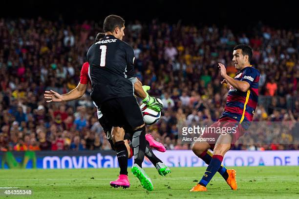 Gorka Iraizoz of Athletic Club saves a shot of Pedro Rodriguez of FC Barcelona during the Spanish Super Cup second leg match between FC Barcelona and...