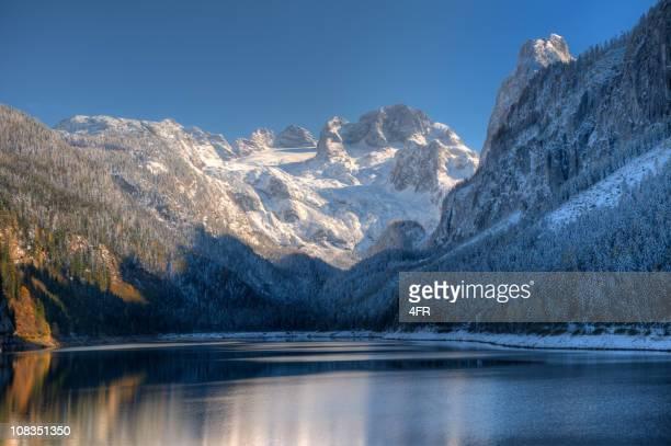 Gosausee mit Glacier Dachstein in back-Naturreservat Österreich