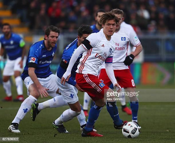 Gotoku Sakai of Hamburg in action during the Bundesliga match between SV Darmstadt 98 and Hamburger SV at Stadion am Boellenfalltor on December 4...